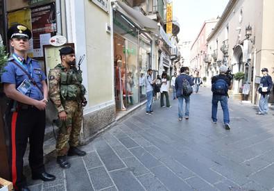 Il dispiegamento di forze dell'ordine e militari a Taormina (ANSA)
