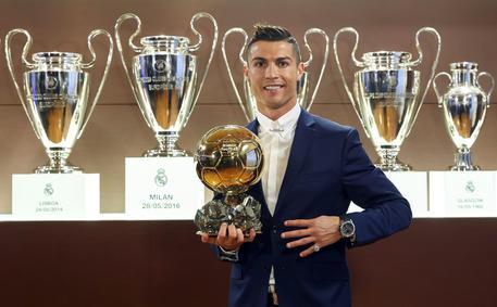 Pallone Doro Quarto Trofeo Per Cristiano Ronaldo Calcio