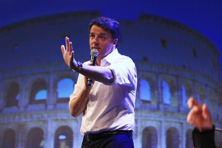 Il segretario del Pd Matteo Renzi sul palco della Leopolda, Firenze, Foto archivio 25 novembre 2017 © ANSA