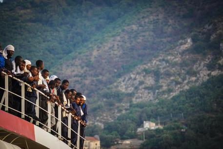 Migranti sulla nave di Medici Senza frontiere il 14 luglio © ANSA