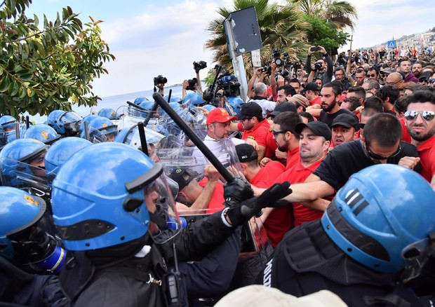G7 Summit in Taormina - Clashes between police and demonstrators (foto: ANSA)