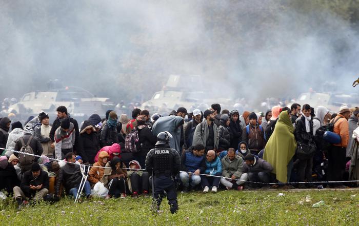 Risultati immagini per Storie d'erranza e di speranza. Georges Perec e i migranti europei