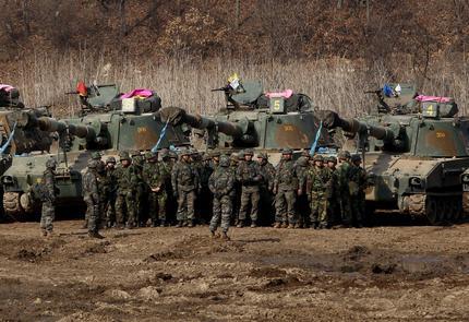 Soldati sudcoreani al confine con la Corea del Nord