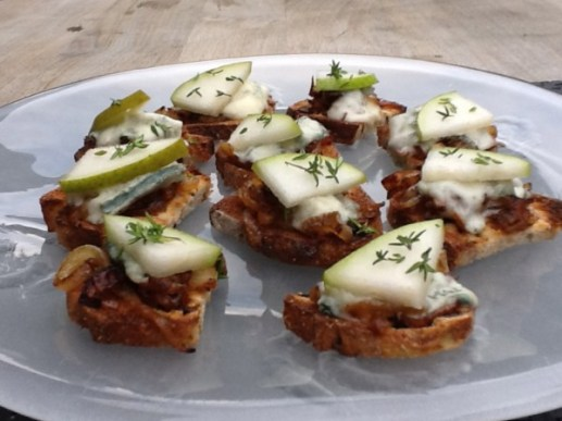 mini gorgonzola and caramelized onion crostini with pear