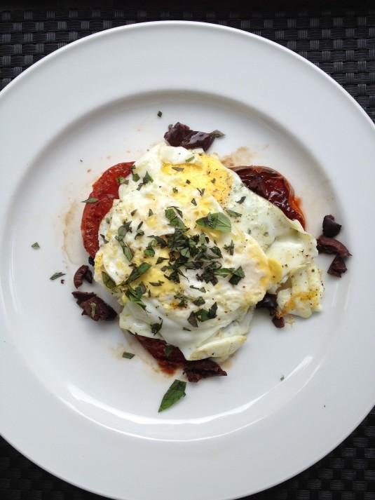 paleo diet challenge day 2 mediterranean eggs