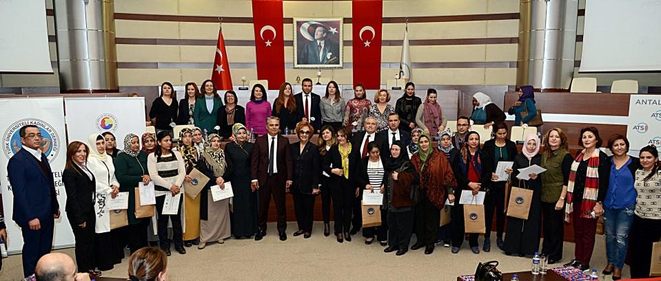 Zeytinköy'e kadın eli değdi
