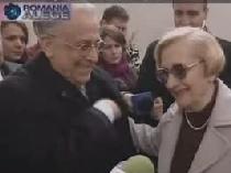 Ion Iliescu alaturi de Nina sotia sa Romanii vor vota si partidul si persoana