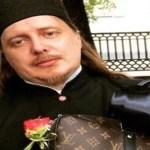 Sacerdote presume ropa Gucci y Louis Vuitton; pide disculpas