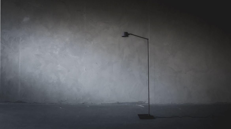 Afbeelding van L'Authentique 'Max' vloerlamp voor gebruik op Antérieur Authentique website