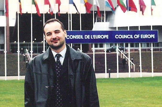 Preko OEBS-a do realizacije plana: Nakon što početkom 2000. godine nije uspeo da se zaposli u Državnu bezbednost, Janković se 2003. godine zaposlio u OEBS-u što je iskoristio da konačno postane saradnik BIA