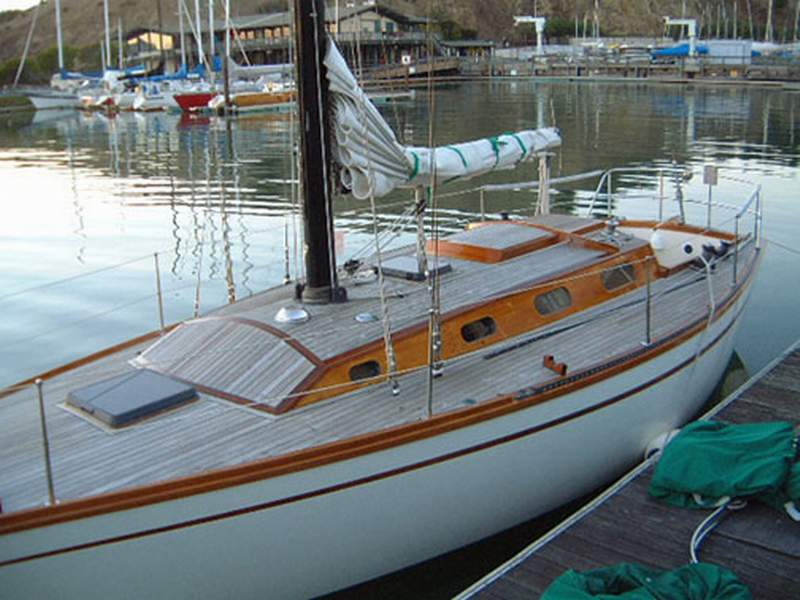 Sailing Yacht Topaz for Sale – Burns 36 (UK registry) 1977