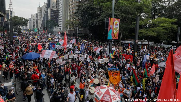 Brasil 19J: miles de personas salen a las calles en Recife contra Bolsonaro y la represión policial