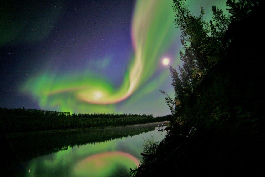 Εντυπωσιακό βόρειο Σέλας στον Καναδά,  συνέπεια γεωμαγνητικής καταιγίδας.