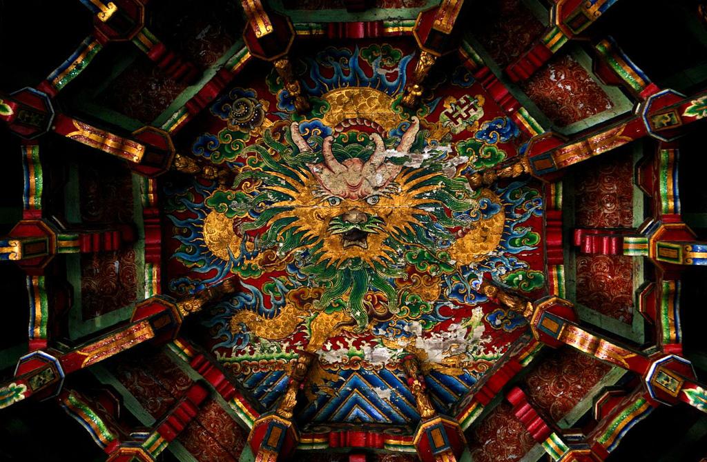 Πολύχρωμος δράκος στην κορυφή του ναού Lungshan, στο Lukang, όπου βρίσκονται κάποιοι από τους πιο εντυπωσιακούς ναούς της Ταϊβάν