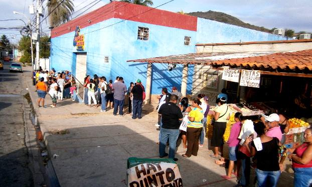 Escasez_en_Venezuela,_Mercal