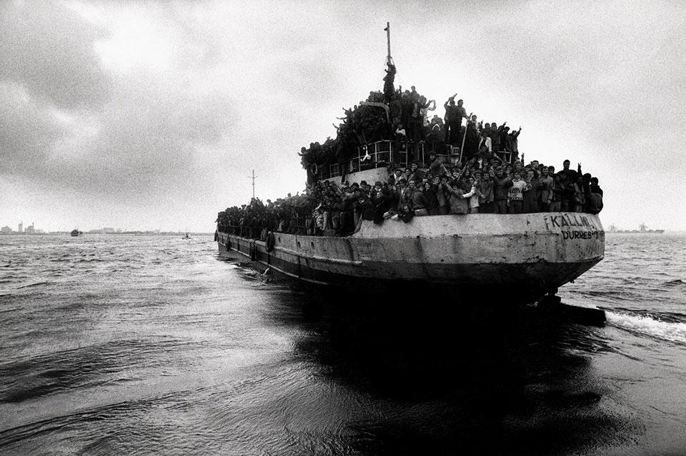barcone immigrati foto g-lotti