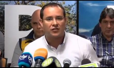 Sin pelos en la lengua: Alcalde Diego Agudelo critica pico y placa para vehículos y no para la industria contaminante