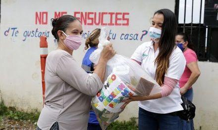 La Comuna 13 recibió mercados donados por  J Balvin