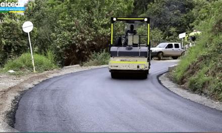 Pavimentan 6.5 kilómetros de vía en Caicedo