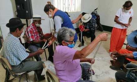 Uramita hace acompañamiento a sus adultos mayores