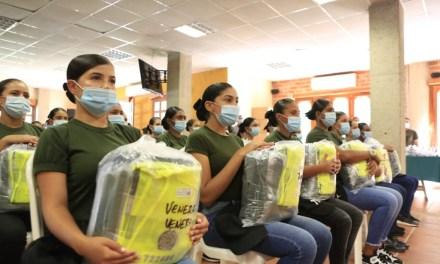 Contingente de mujeres Auxiliares de Policía en Antioquia