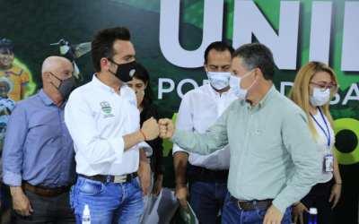 El alcalde de Granada firmó 32 acuerdos municipales con el Gobernador de Antioquia