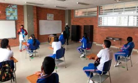 El 66.8% de los colegios en Medellín están en el modelo de alternancia