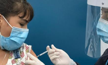 Esquemas de vacunación funcionan sin descanso en Medellín