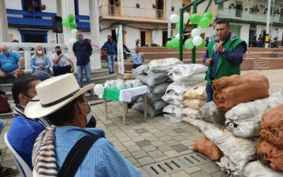 Familia de la Provincia ABT recibirán insumos para la ejecución de proyectos agropecuarios