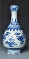 A Ming style, blue and white garlic mouthed bottle vase, Daoguang mark (1821-1850)