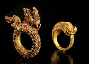 Antique jewellery at Art Antiques London
