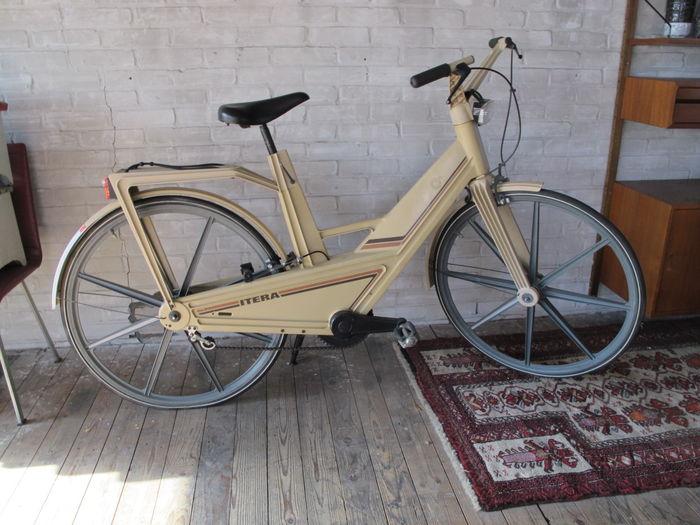 Volvo's Plastic Itera bicycle