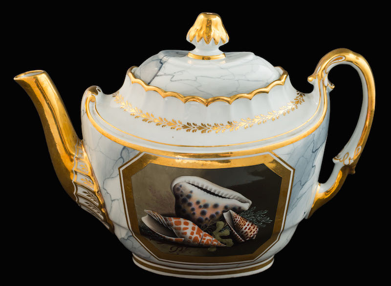 A Barr Flight & Barr [Worcester] oval teapot and cover