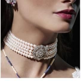 Woman wearing Edwardian necklace.