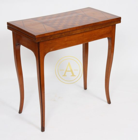 TABLE A JEUX LOUIS XV ATTRIBUEE A HACHE A GRENOBLE