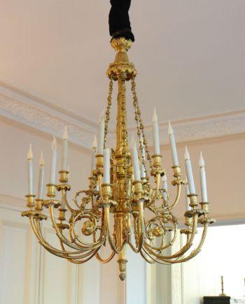 Important lustre à 18 lumières Louis XVI
