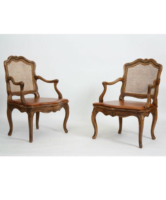 Paire de fauteuils cannés Louis XV
