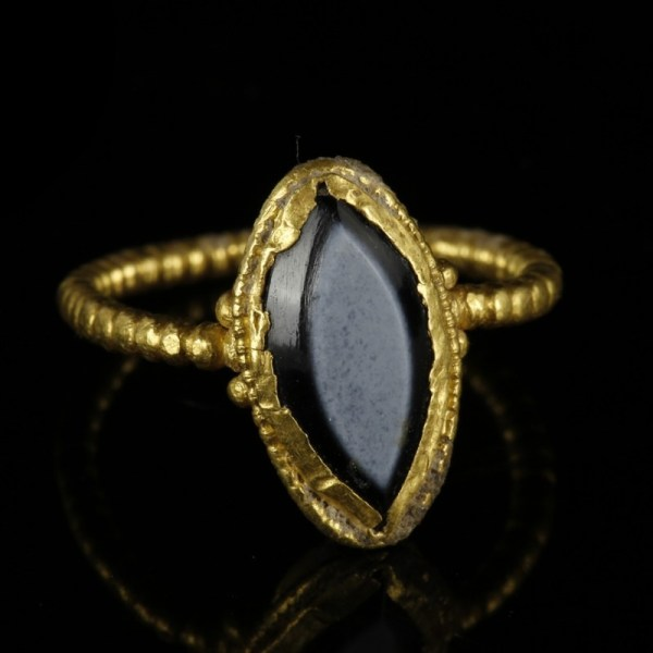 Roman Gold Ring With Vesica Bezel