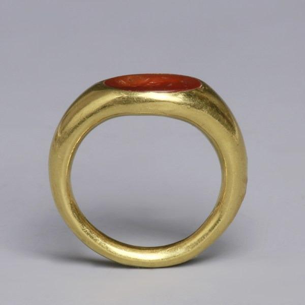 Roman Gold Ring with Intaglio