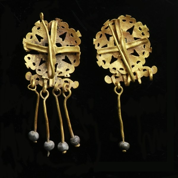 Roman Gold Earrings with Emerald Centres