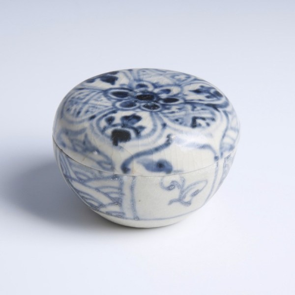 Hoi An Moulded Blue And White Covered Box
