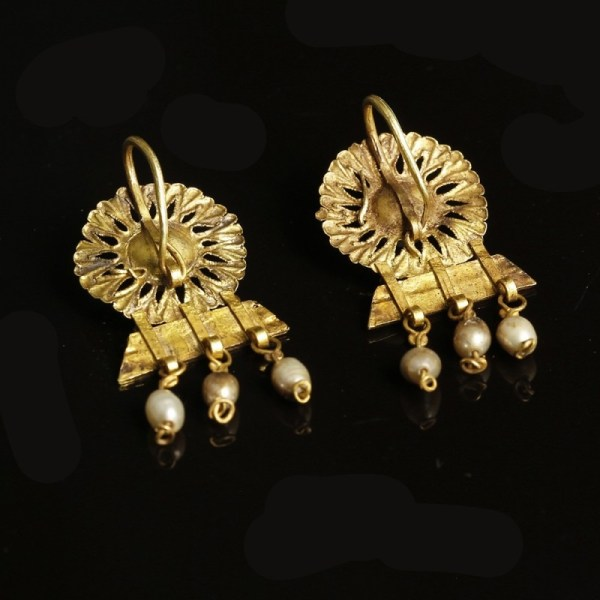 Roman Gold Earrings with Pearls
