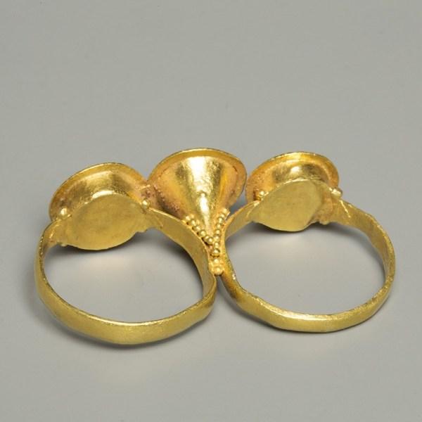 Roman Gold Triple-bezel Ring