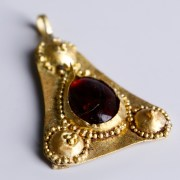 Roman Gold Pendant with a Garnet