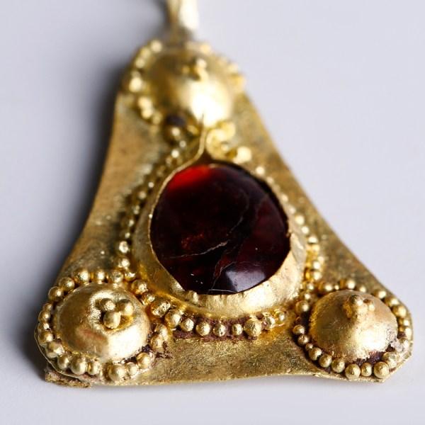 Roman Gold Pendant with a Garnet