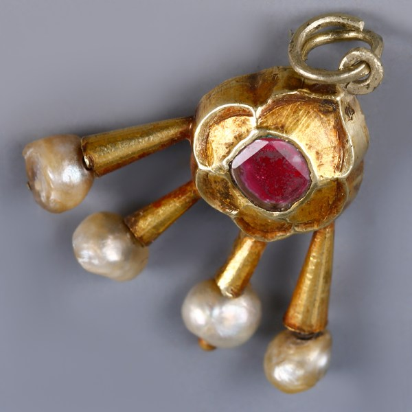 Near Eastern Gold Pendant with Garnet and Pearls
