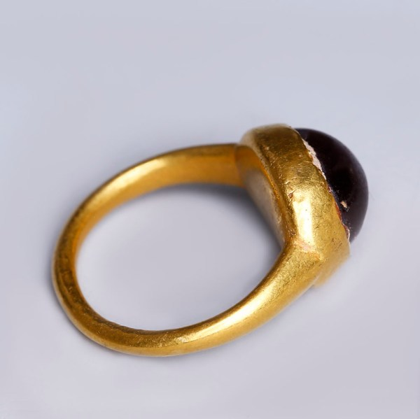 Roman Gold Finger Ring with Garnet