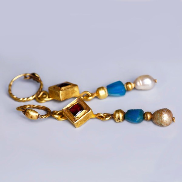 Late Roman Gold Pendant Earrings with Pearls and Garnet