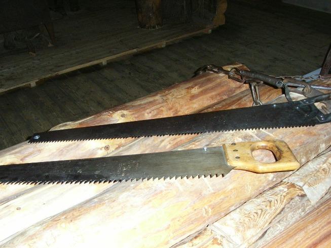 cara menggergaji kayu