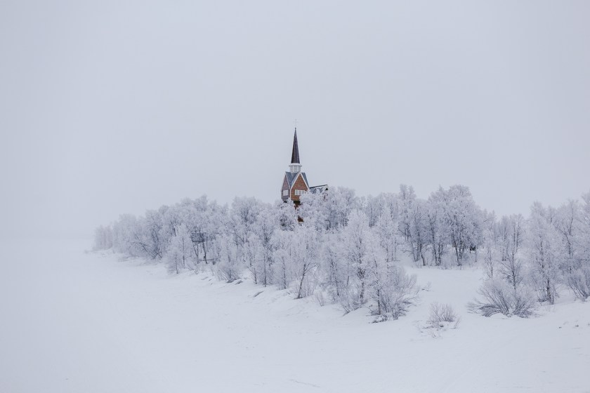 5 norrländska kyrkor i skiftande snöskrud